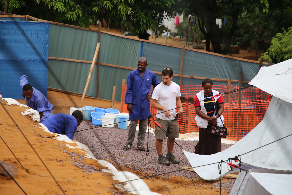 MSF logistical construction team at work at the cholera treatment center of Camp Luka to enlarge the capacity of the facilities. Photographer: Carl Theunis/MSF