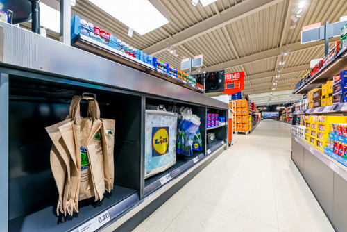 Lidl België maakt komaf met plastic zakken