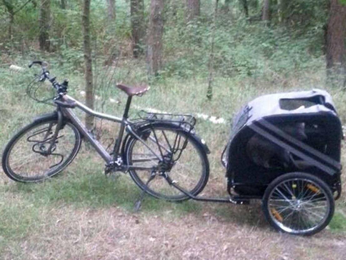De fiets en fietskar waarmee Dimitri en zijn hond Emiel de tocht zullen aanvatten.