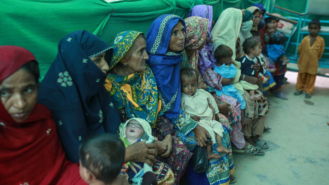Mothers with their babies wait outside the ambulatory therapeutic feeding centre<br/>(ATFC) run by MSF at the DHQ hospital, Dera Murad Jamali in Balochistan province,<br/>Pakistan. Photographer: Sara Farid