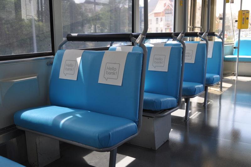 De 'vliegtuig'-zetels van de wifi-Kusttram. Onder handen genomen door de creatievelingen van Urban Crafts.