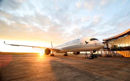 Cathay Pacific torna a solcare i cieli dall'Italia