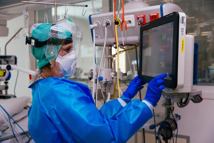 UZ Leuven onderzoekt ziekteverloop van COVID-19 bij kankerpatiënten