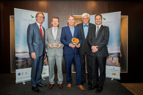 Gispen wint Cathay Pacific China Business Award 2015 en Algorithmic Trading Group wint Hong Kong Shooting Star