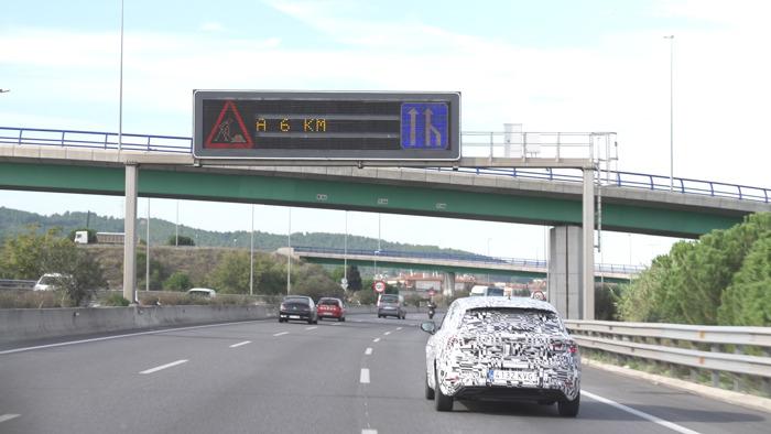 De auto die met verkeerslichten praat