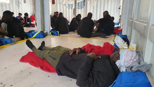 MSF y SOS Méditerranée piden a los líderes europeos que permitan el desembarco urgente de las 104 personas rescatadas por el Ocean Viking