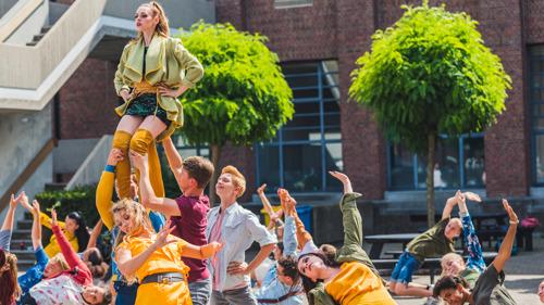 Video #LikeMe | Gunther Levi zingt 'Trouw met mij' voor Sven De Ridder