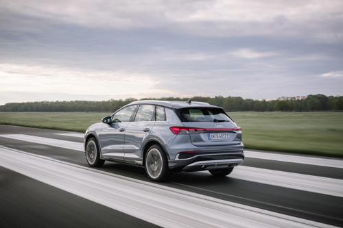 Q4 e-tron-gamma voegt nieuw model met vierwielaandrijving toe: Q4 45 e-tron quattro nu beschikbaar voor bestelling