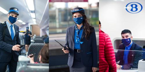 Trein- en stationsmedewerkers begroeten reizigers in hun nieuw uniform