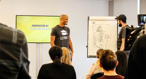Images exclusives - Vincent Kompany se transforme en prof de néerlandais