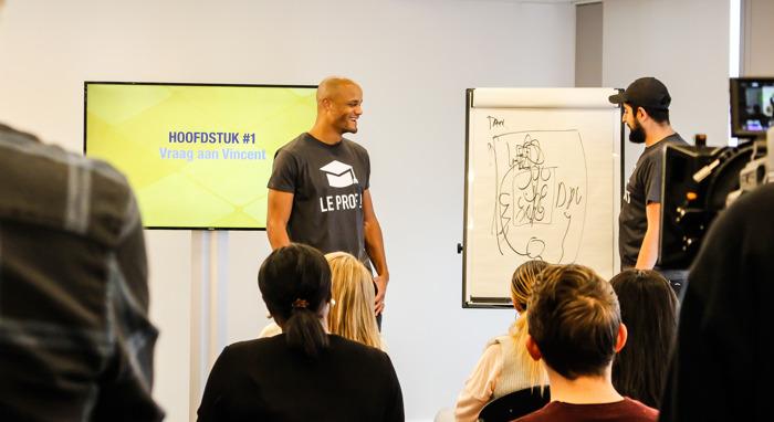 Preview: Images exclusives - Vincent Kompany se transforme en prof de néerlandais