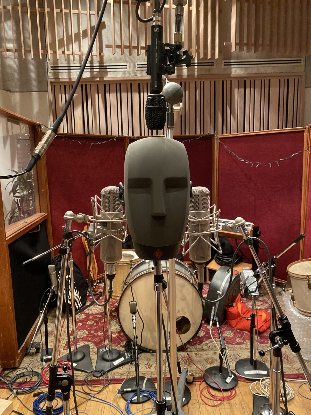During the recording session at Henson Studio D, Michael Marquart deployed a Neumann KU 100 binaural head, flanked by two vintage Neumann U 47 tube microphones. The AMBEO VR Mic was placed above.  Photo courtesy of Michael Marquart
