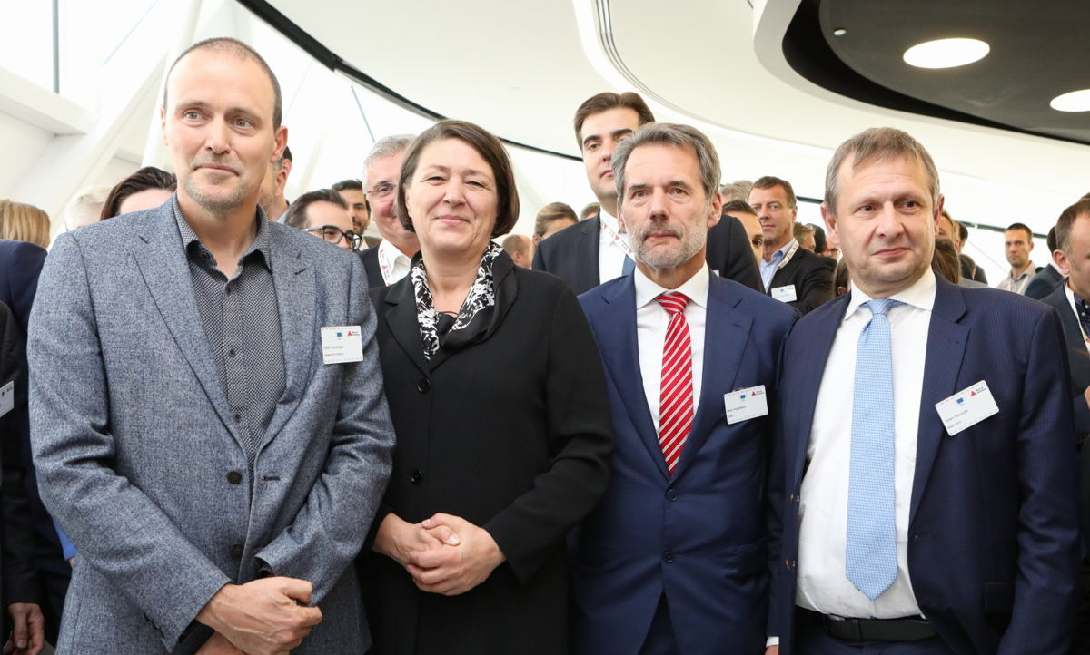 Erwin Verstraelen (Port of Antwerp), Europees Commissaris van Transport Violeta Bulc, Marc Kegelaers (Unifly) en CEO Belgocontrol Johan Decuyper