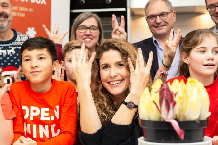 Maureen van Ketnet zingt voor winnende klas witloofbox