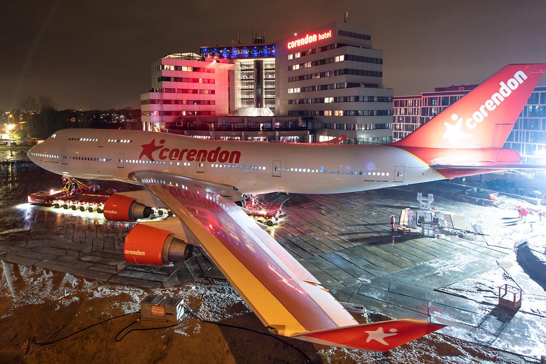 Corendon Boeing 747 in hoteltuin 'geland'