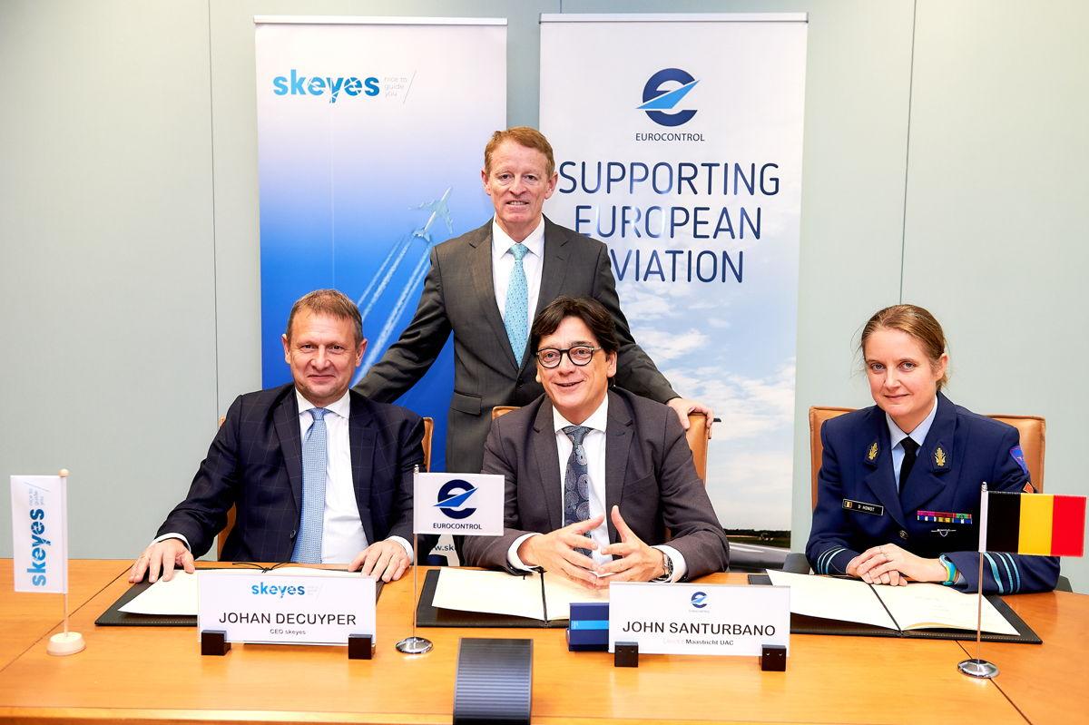 Johan Decyper (CEO skeyes), Eamonn Brennan (Directeur-generaal EUROCONTROL), John Santurbano (Directeur van EUROCONTROL MUAC) en Ann D'hondt (Defensie)
