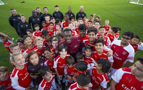 Danny Welbeck makes return visit to the Arsenal Soccer School Dubai