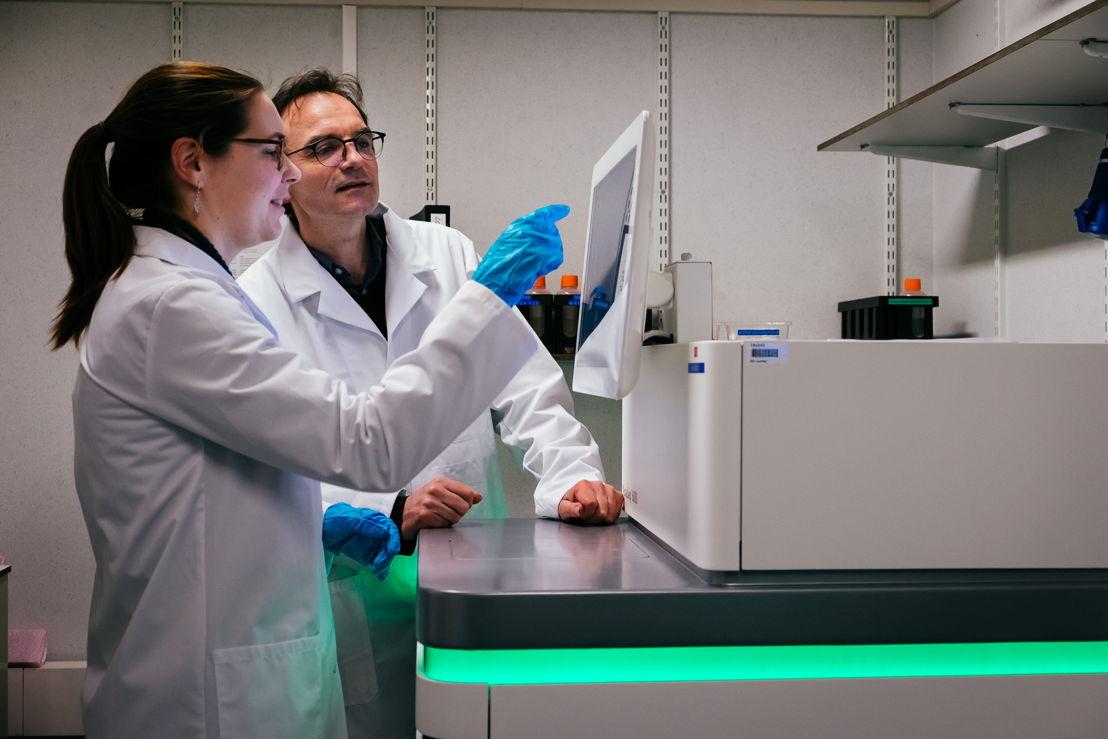 de nieuwe toestellen voor volledige genoomanalyses<br/><br/>© UZ Leuven Stijn Knapen