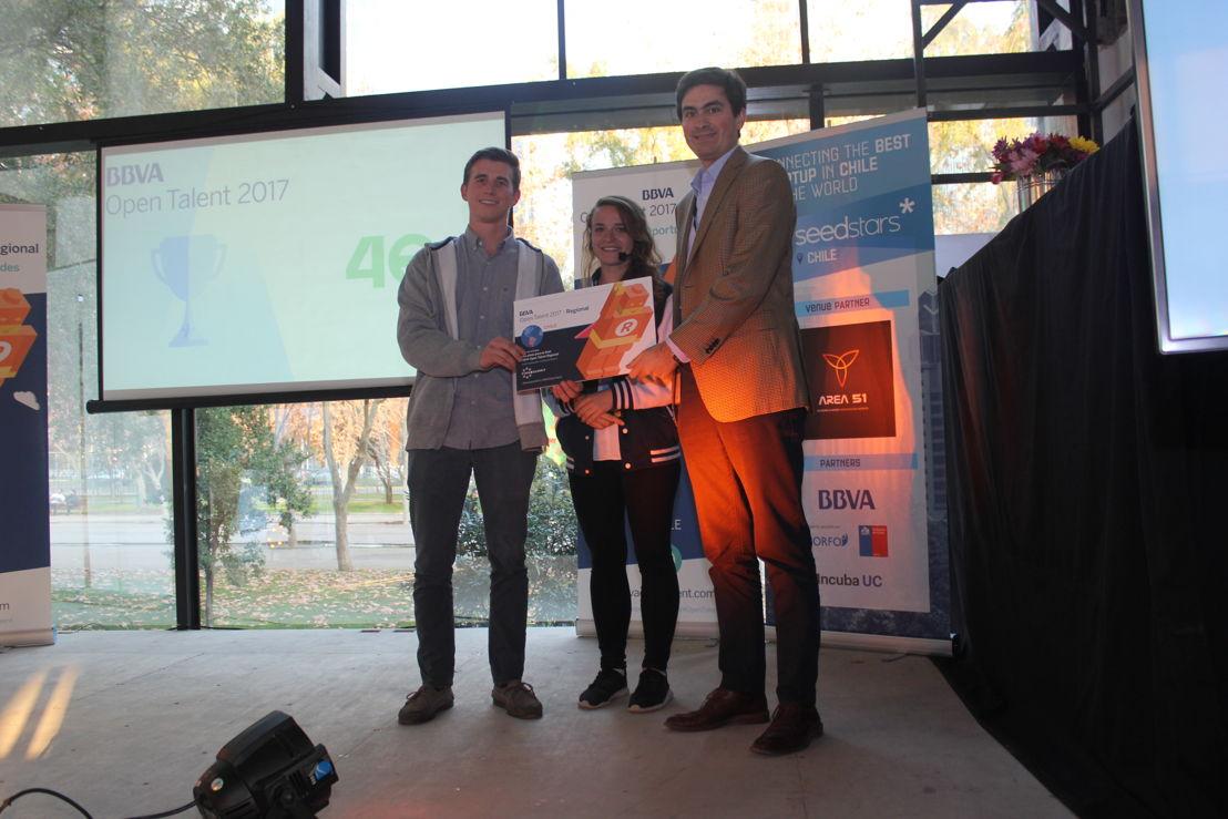 Tomas (Pago 46) ganador de BBVA Open Talent Regional Chile con Lucy (Seedstars) y Ignacio (BBVA)