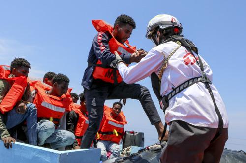 El barco de Médicos Sin Fronteras en el Mediterráneo central rescata a 410 personas en apenas 48 horas