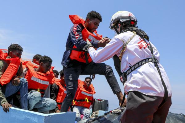 Preview: El barco de Médicos Sin Fronteras en el Mediterráneo central rescata a 410 personas en apenas 48 horas