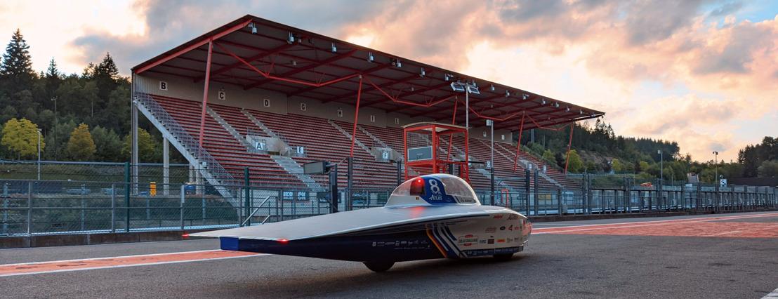 Belgische Solar Team test gloednieuwe zonnewagen op Circuit van Spa-Francorchamps