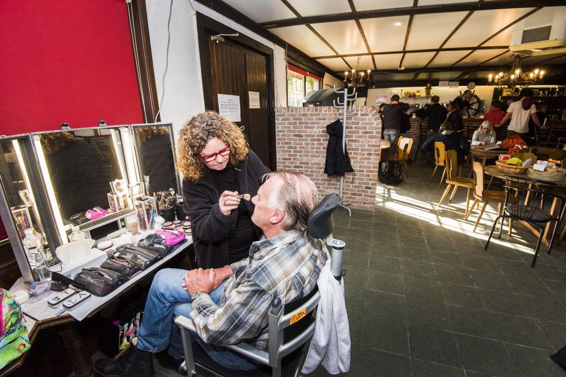 Pol Goossen: klaar voor een laagje make-up (c) Alex Vanhee/ VRT