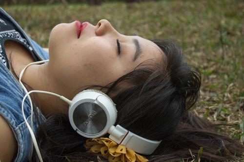 ¿Es la primera vez que escuchas un audiolibro? Prueba estas 5 sugerencias para engancharte