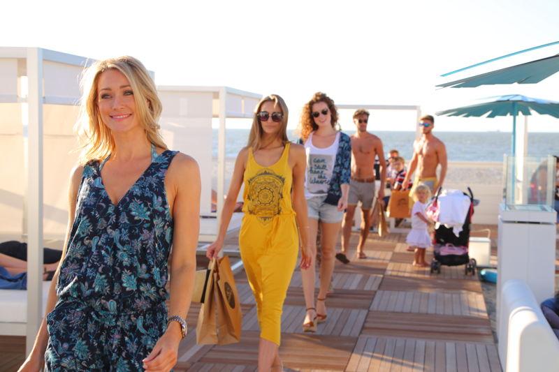 Fashion show Terre Bleue in de BMW Beach Lounge