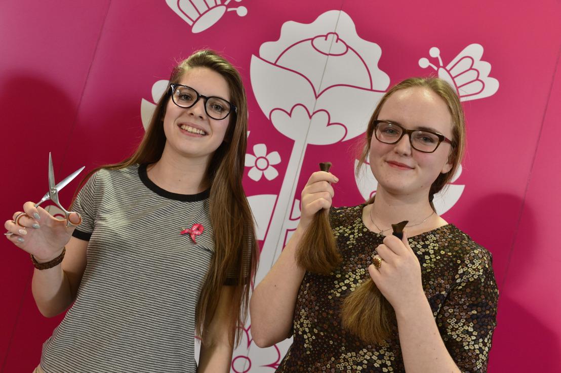 La victorieuse Laura (14 ans) va couper la 50.000ième queue pour l'action Coupe d'Eclat de Think-Pink