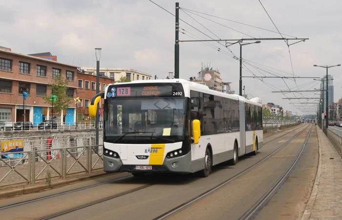 Nieuwe, comfortabele gelede bussen voor lijn 128