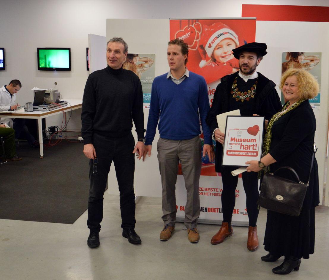 Denise Vandevoort, Luc Delrue, Jan Geldhof en Vesalius nemen het label 'Museum met een hart' in ontvangst