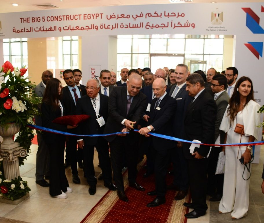 The Minister of Housing, Utilities and Urban Communities, Dr. Eng. Assem Abdul Hamid Al-Gazzar, and dmg events' CEO, Geoff Dickinson, at the ribbon cutting ceremony