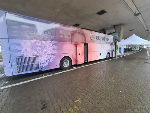 Corona-afnamebus Eurofins: 200 extra tests per dag voor gemeenten en bedrijven