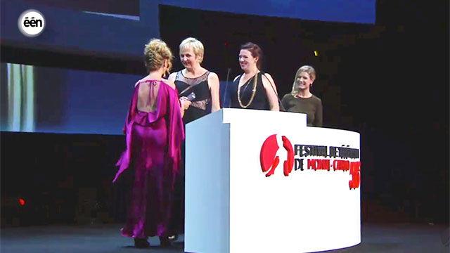 Annemie Struyf en Leentje Lybaert nemen de prijs in ontvangst (c) VRT