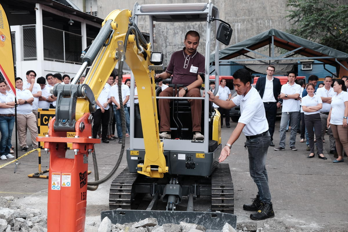 Guest is trying to operate the EZ17 Tracked Zero Tail Excavator.