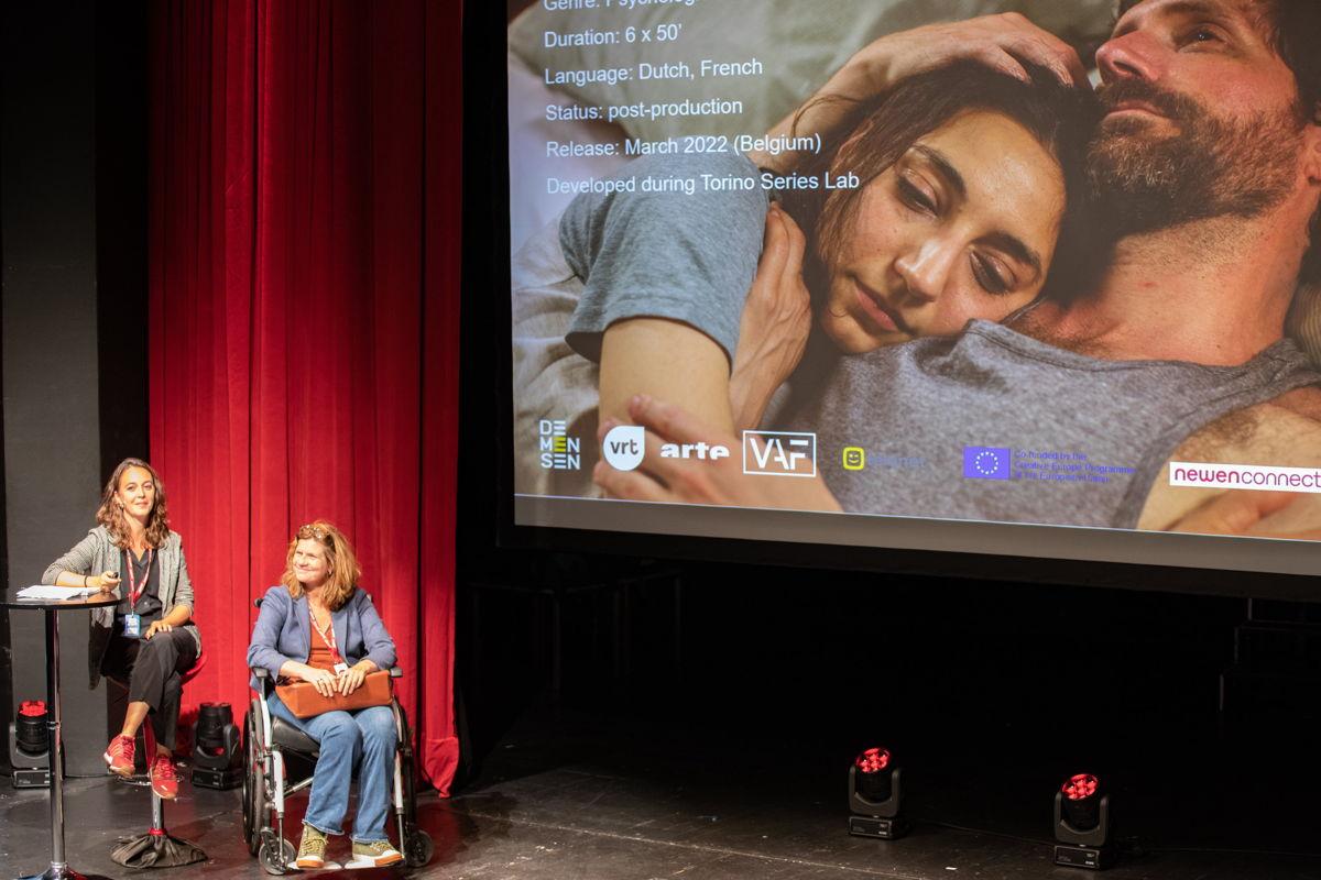 Ivy Vanhaecke en Nathalie Basteyns, producer en regisseur bij de presentatie van Lost luggage