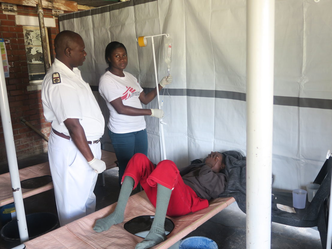MSF and City of Chitungwiza nurses attend to a patient in the admission ward at the CTU in Chitungwiza