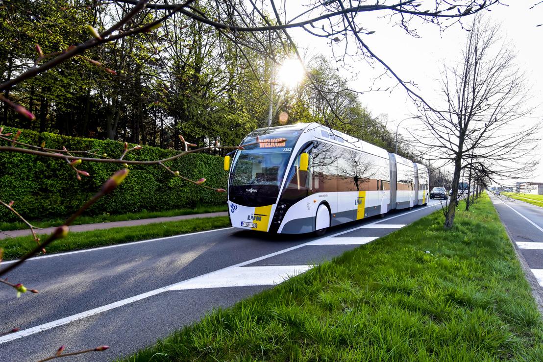 Eerste trambus in België maakt eerste reis