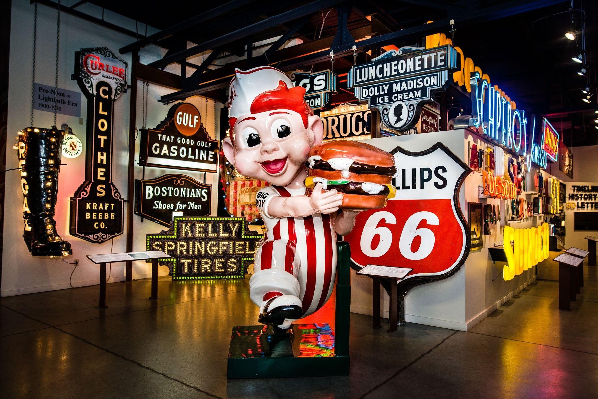 El Museo de Carteles es una aventura al pasado de los Estados Unidos.