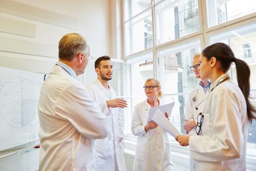 Oproep rectoren en decanen Geneeskunde: zorg voor inkomen voor arts-specialisten in opleiding