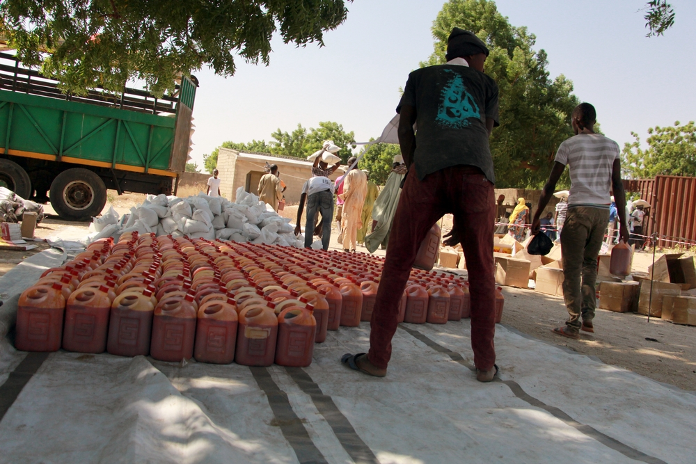 MSF distributed food to 500 families in Maiduguri on December 14, 2016. Each family receives enough food for two weeks; 25 kilograms of millet, five kilograms of beans and five litres of palm oil. The ration also includes eight bars of soap. Photographer: Malik Samuel/MSF