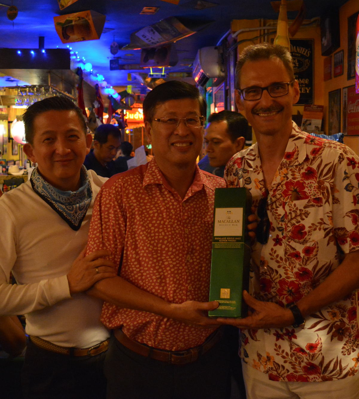 Heen Kiong Soong (centre) enjoying his celebration