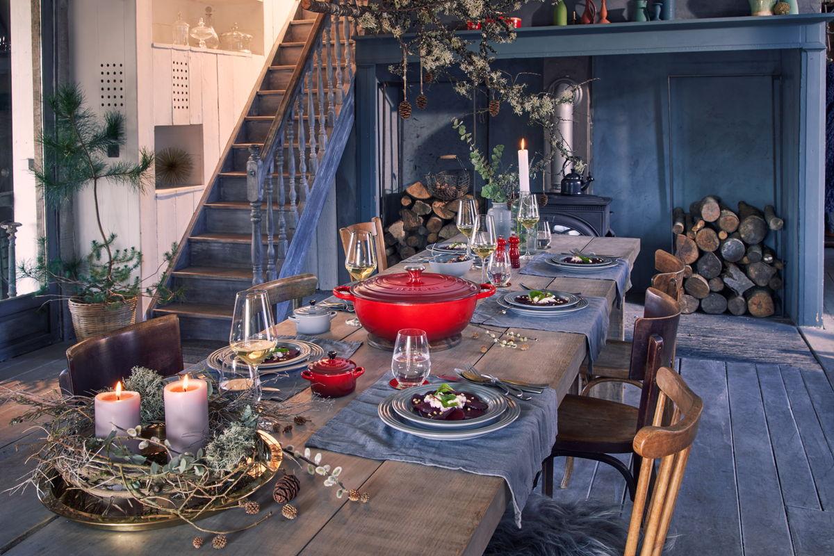 Neem plaats aan tafel en geniet van een fijne kerst met Le Creuset.