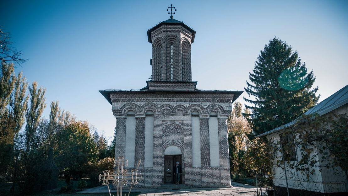 ¡De ninguna manera! Cuando los investigadores abrieron la tumba de Vlad III en 1931, estaba vacía. ¿Está Drácula todavía vivo planeando otra atrocidad?