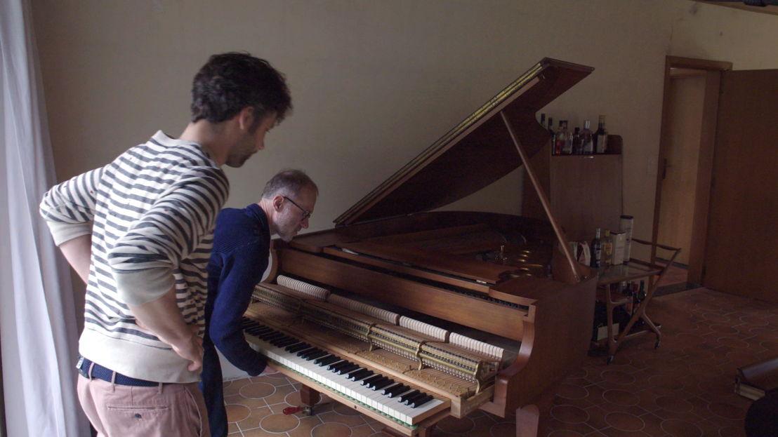 Een nieuwe piano - (c) VRT