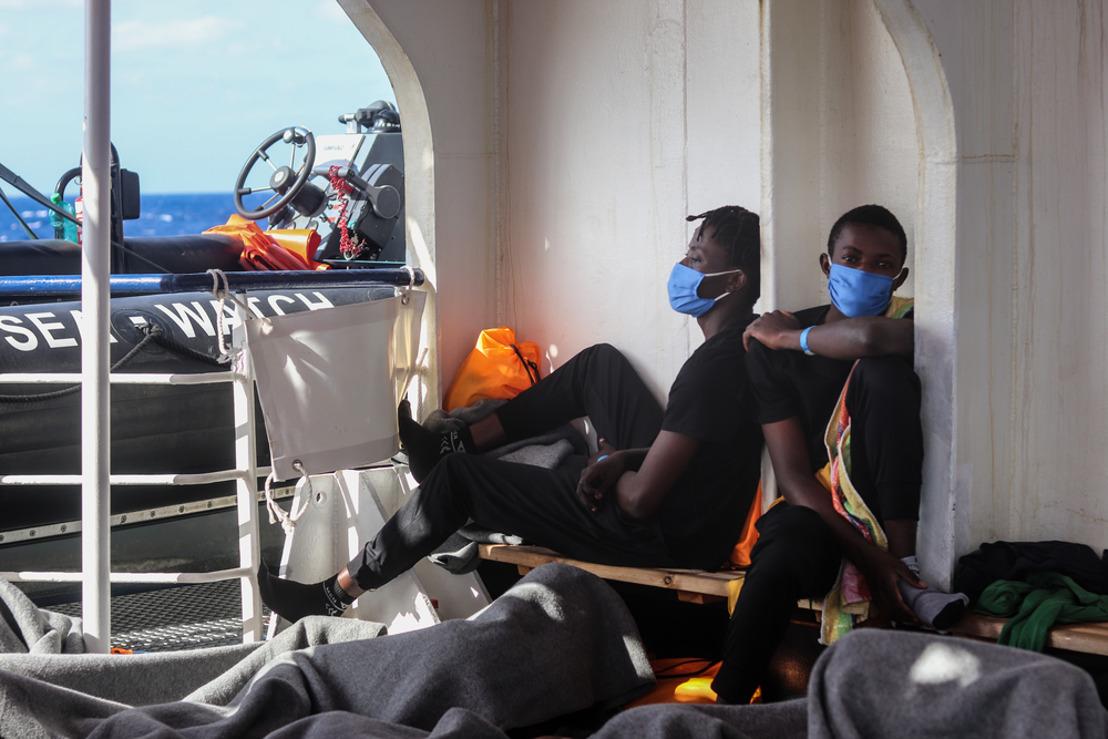 Las 353 personas rescatas por el Sea-Watch 4 transferidas al barco Gnv Allegra en Palermo