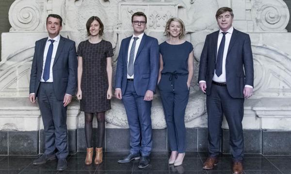 Vlnr: Kristof Delobelle, Liesje Vanneste, Dieter Bossuyt, Inge Veldeman en Thomas Weyts.