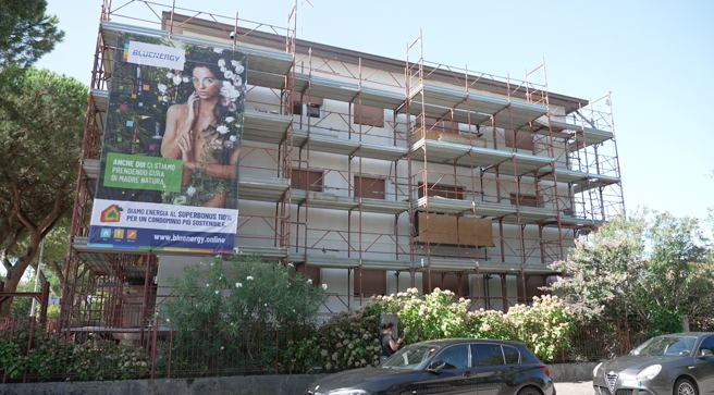 Building under renovation through BlueEnergy scheme ©RenOnBill