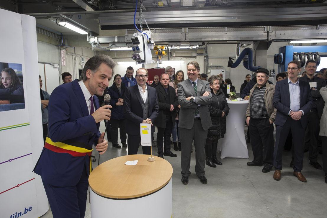 Burgemeester van Tielt-Winge, Rudi Beeken, legt uit hoe tevreden hij is met de nieuwe stelplaats.
